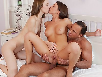 Two hotties share a dick in kinky art porn threesome